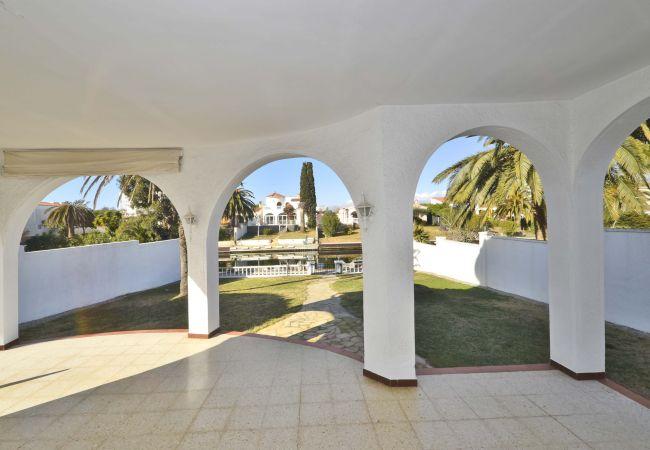 Villa à Empuriabrava - LV12 TORDERA 27 B